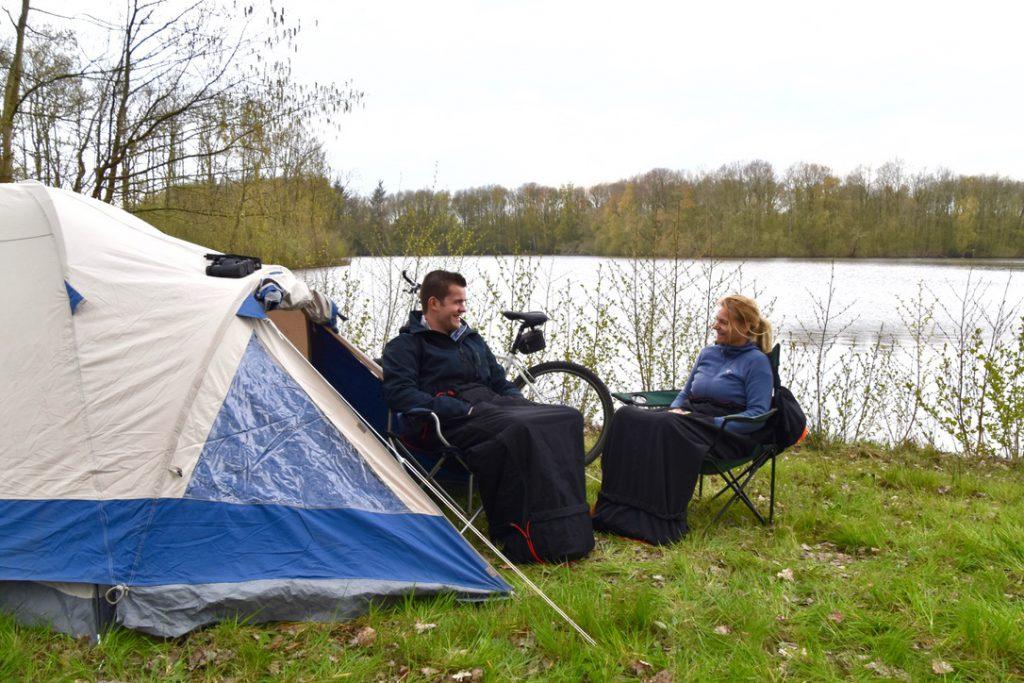Warmte bij de tent tijdens het vissen